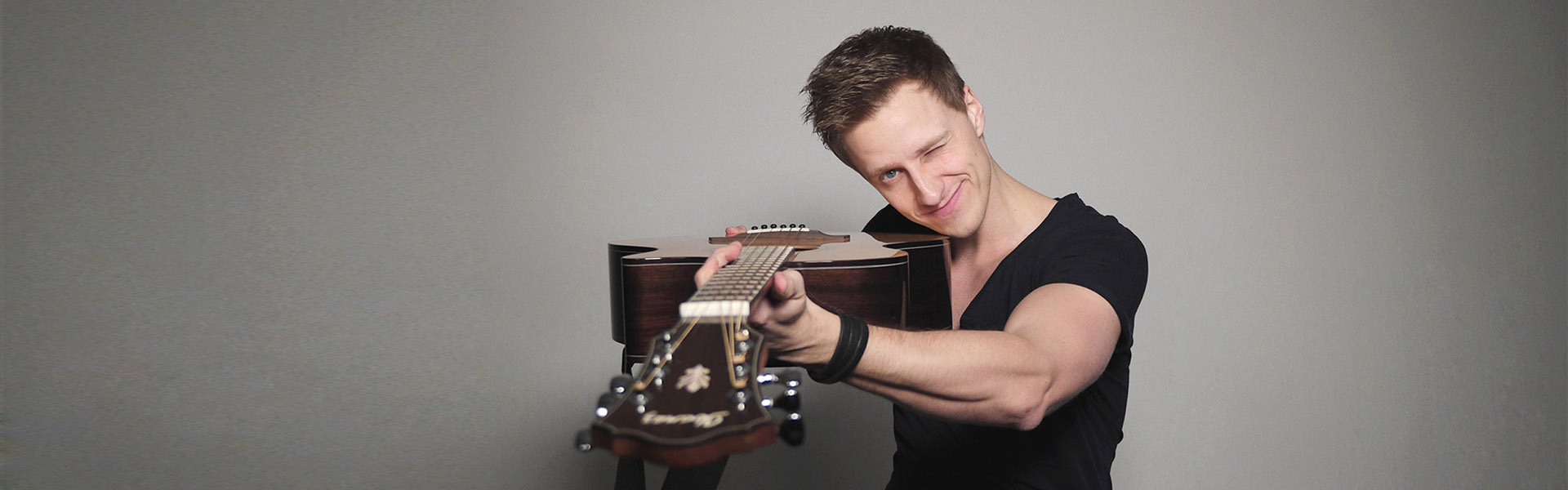 Tobias Rauscher - Modern Percussive Fingerstyle Guitarist