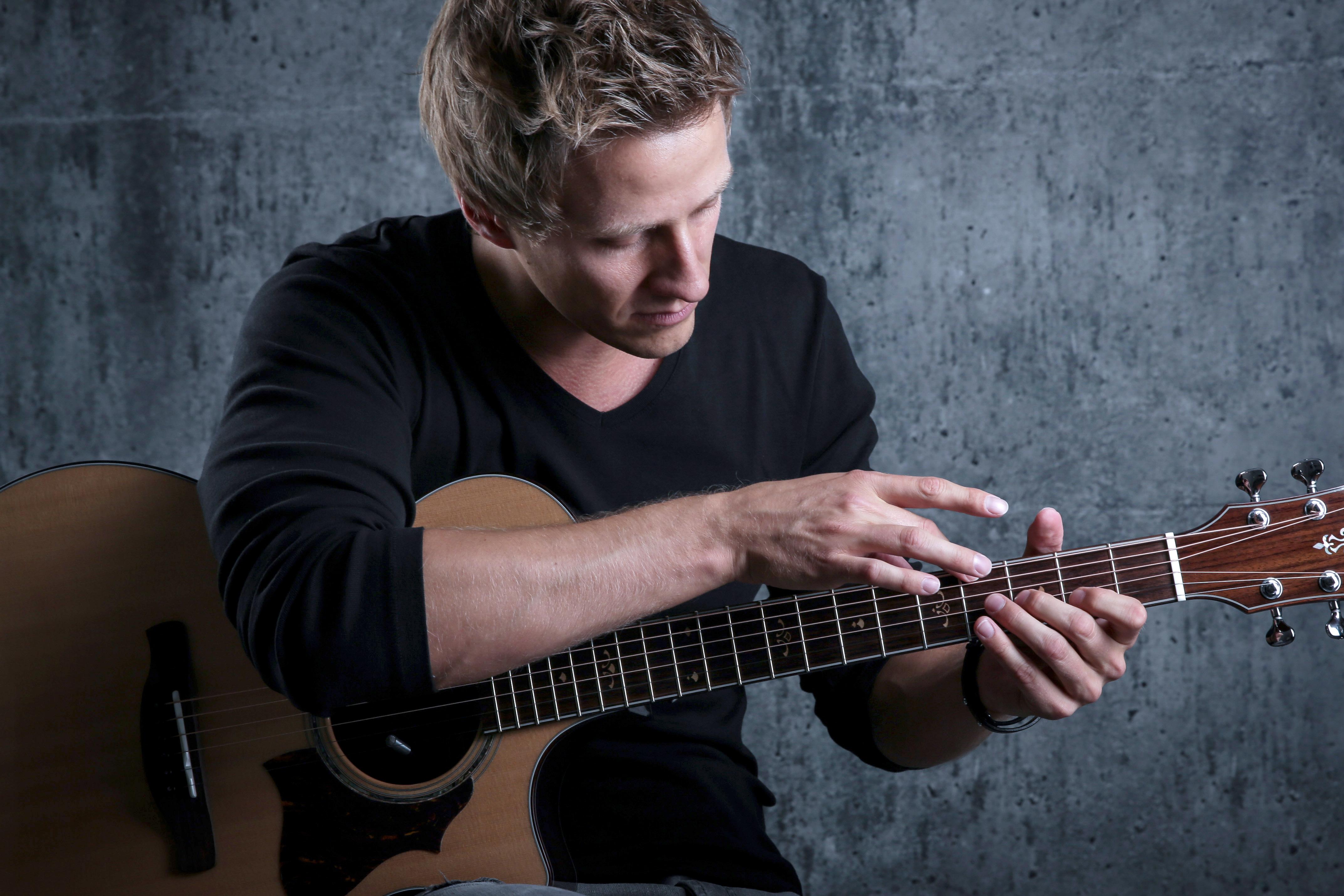 Tobias Rauscher Fingerstyle Guitar